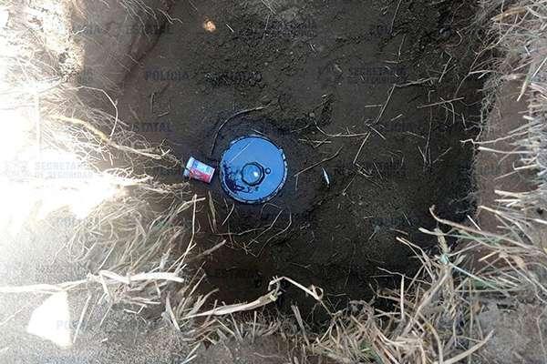 Al llegar al lugar, implementaron un operativo que resultó en el aseguramiento de una toma clandestina de hidrocarburo. FOTO: NOTIMEX