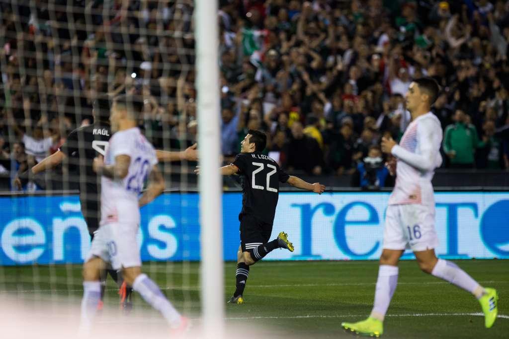 Hirving Lozano festejando el 3 a cero ante Chile. FOTO: MEXPORT