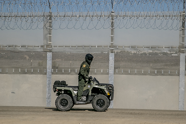 Abarrota la frontera ola migrante