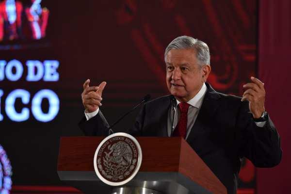 AMLO exhortó a quienes recibieron contratos a invertir para que produzcan. Foto: Pablo Salazar