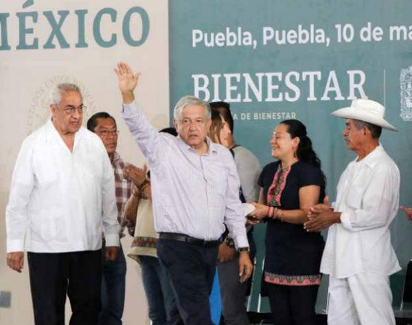 El Presidente hizo entrega de los Programas Integrales de Bienestar en el Centro Expositor. Foto: Enfoque