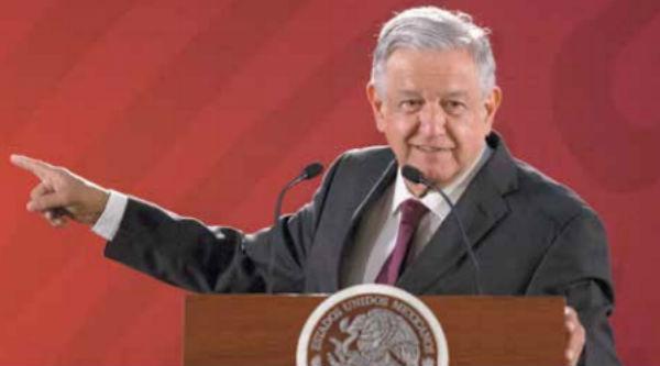 En el salón Tesorería de Palacio Nacional, el titular del Poder Ejecutivo puntualizó que es partidario de la democracia. FOTO: ESPECIAL