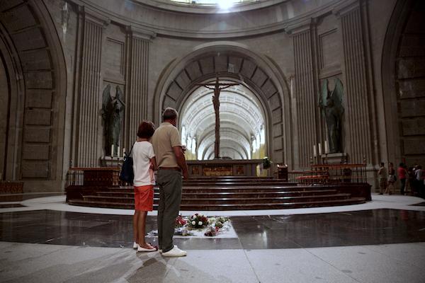 Los restos del exmandatario español actualmente reposan en la Basílica católica Valle de los Caídos. Foto: AP