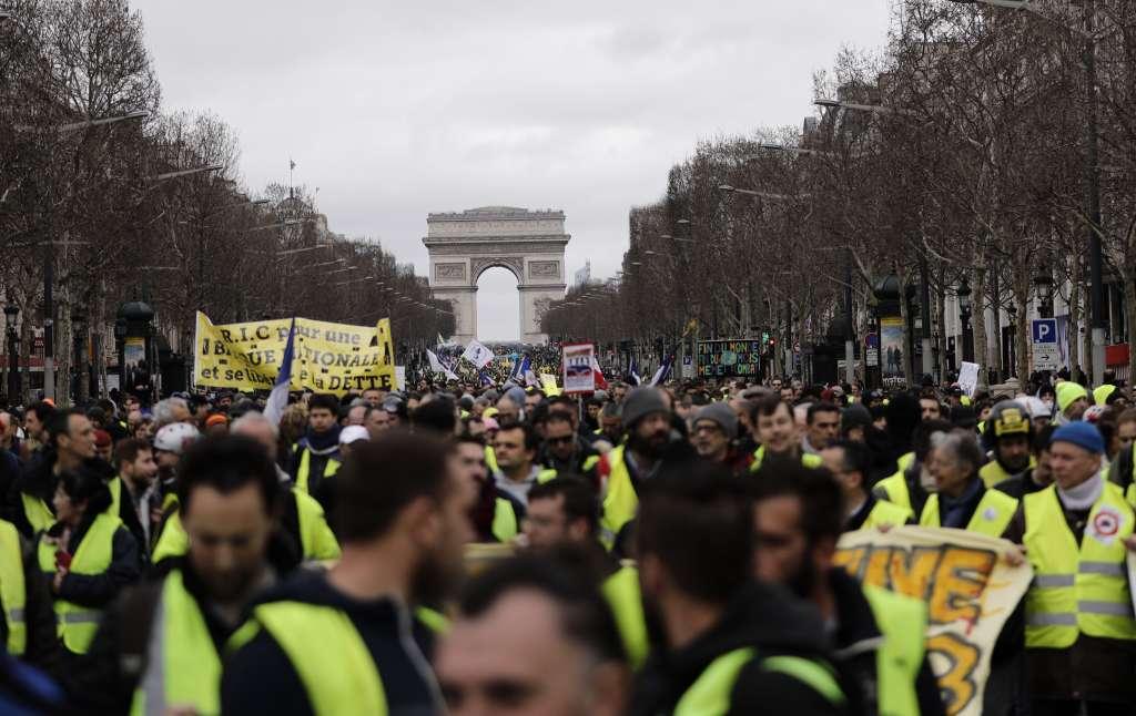 Chalecos amarillos protestan