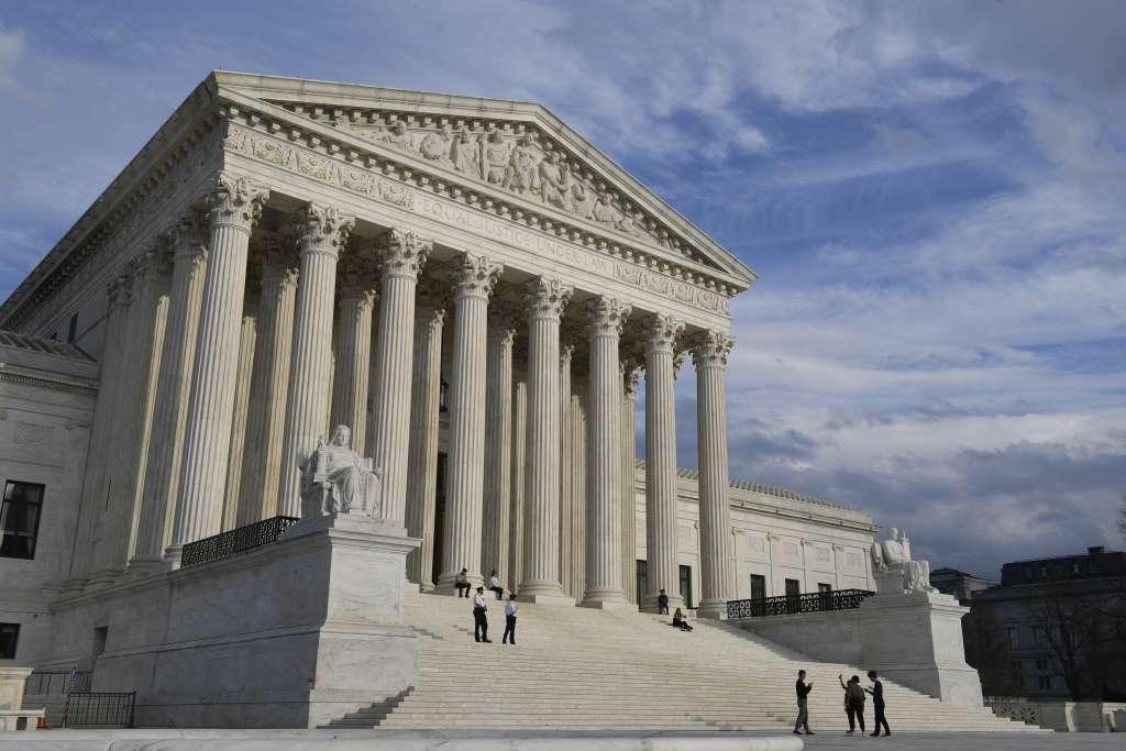 La Corte Suprema de Estados Unidos respaldó la postura rígida de Donald Trump para hacer cumplir las leyes de inmigración. Foto: AP
