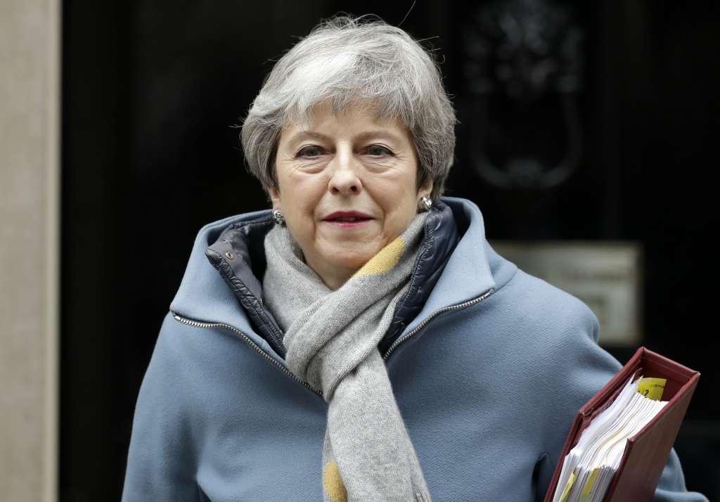 La primera ministra británica busca evitar su participación en las elecciones europeas que serán del 23 al 26 de mayo. Foto: AP
