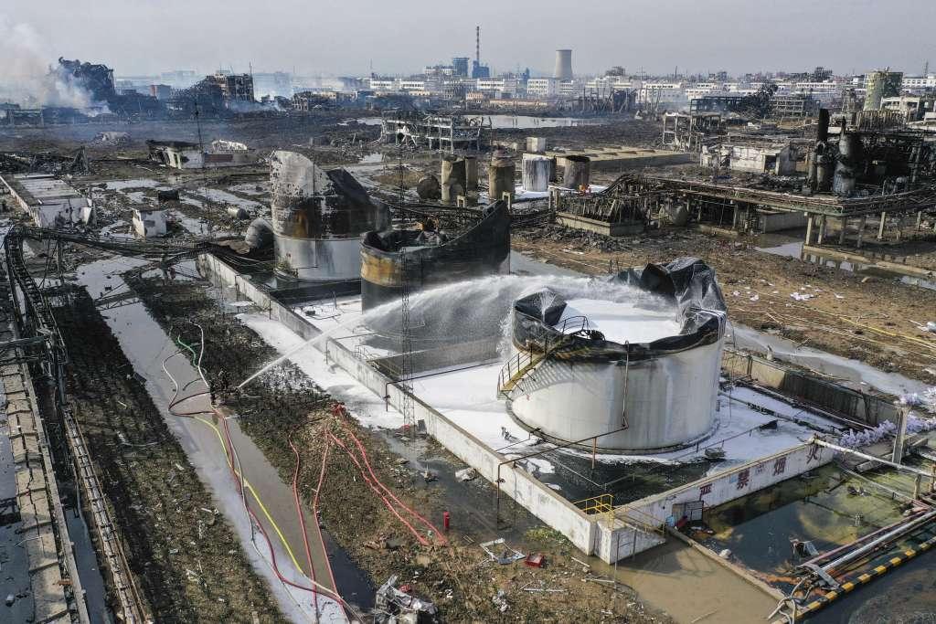 La potencia de la explosión alcanzó tres kilómetros de distancia y dañó otras 16 plantas del complejo industrial. Foto: AP