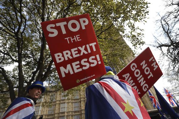 El miércoles, Theresa May dijo que dejaría el cargo si avalan su acuerdo. Foto: AP