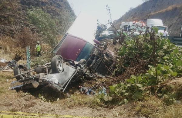 En el incidente se vieron involucrados un tráiler y una camioneta. FOTO: ESPECIAL