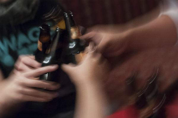 El gobierno estatal conforma la base de contribuyentes que le permitirá recaudar el impuesto de 4.5 por ciento sobre la venta final de bebidas alcohólicas. Foto: Cuartoscuro