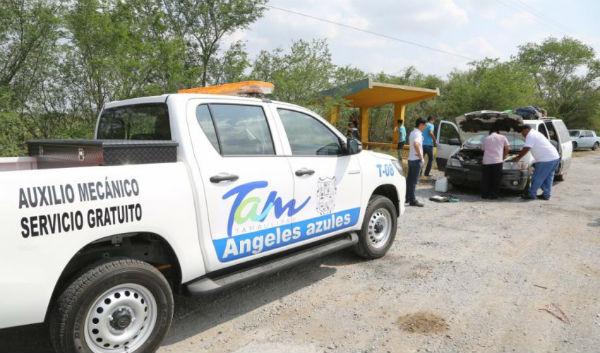 El servicio brinda apoyo en casos de calentamiento de motor, ponchaduras de llantas, remolque y falta de gasolina. FOTO: ESPECIAL
