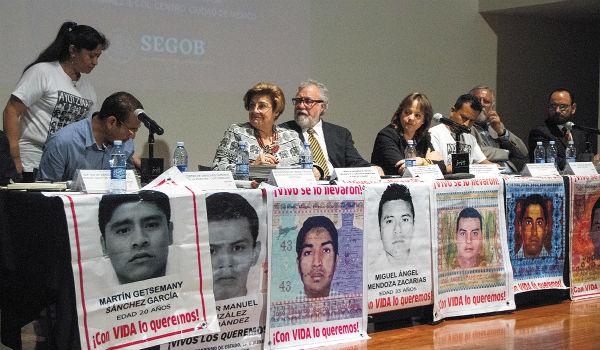 PROPUESTA. Esmeralda Arosemena, de la CIDH, y Encinas, de Segob, presentaron el mecanismo. Foto: Cuartoscuro