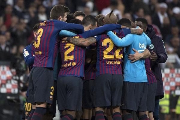 El Barça se encuentra ahora a 10 puntos del Atlético, segundo clasificado, que el domingo juega con la Real Sociedad, y a 12 del Real Madrid, que con esta derrota prácticamente se descarta de la carrera por la Liga. Foto: AFP