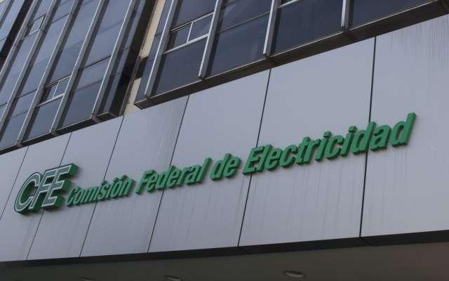 La situación obliga a la CFE a pagarles a las empresas hasta 8 veces más de lo que se contrató. FOTO: ARCHIVO/ CUARTOSCURO