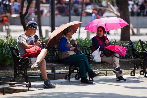 Las autoridades pidieron a la población tomar medidas preventivas como hidratarse y no exponerse al Sol prolongadamente. Foto: Archivo | Cuartoscuro