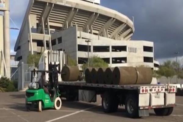 Hubo reajustes en el pasto del estadio San Diego County Credit Union. Foto: Adrian Sarabia