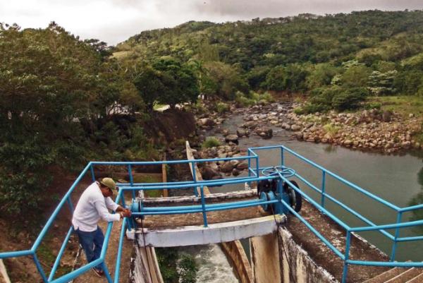 El incidente provocó escasez de agua potable. FOTO: ESPECIAL