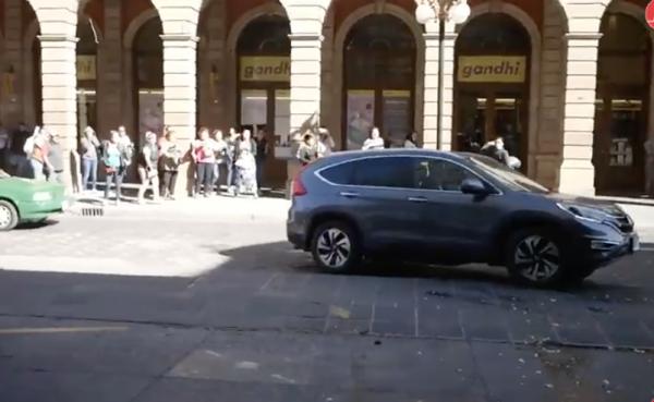 En San Luis Potosí, lanzan huevos al presidente nacional del PRD