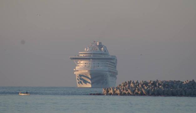 El Crucero Norwegian Star fue el primero en llegar al astillero del Puerto de Mazatlán. FOTO: ESPECIAL
