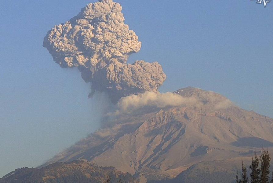 Protección Civil pide a los pobladores no acercarse al volcán y seguir las recomendaciones. FOTO:  @SkyAlertMx