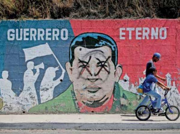 Los murales de Hugo Chávez que decoran paredes han sido vandalizadas en diferentes partes del país.FOTO: AP