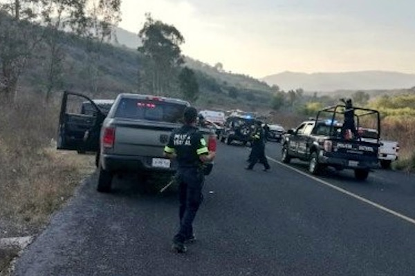 Comando atacó a  Mauricio Blancas Valerio, fiscal regional de #Tonatico; en la agresión murió un escolta. Foto: @sproquet54