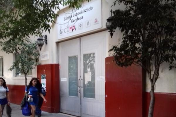 La clínica prestó servicio parcial durante tres días debido a una protesta de trabajadores que exigen plazas. Foto: Paris Salazar