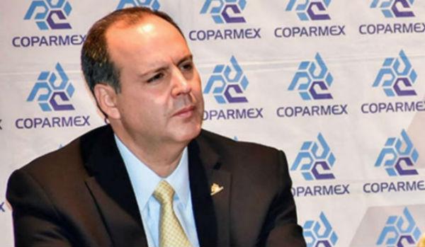De Hoyos Walther, titular de Coparmex, quien firmó junto con el Presidente un acuerdo para inversión privada. Foto: Especial