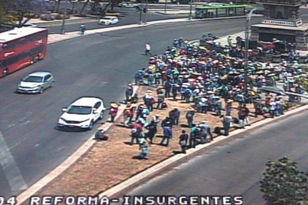 Los manifestantes no afectan la circulación. Foto: OVIAL