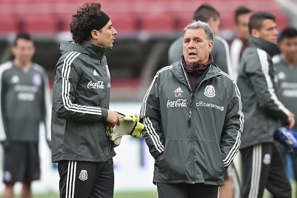 El técnico argentino planteará un duelo ofensivo ante la selección guaraní. Foto: @miseleccionmx