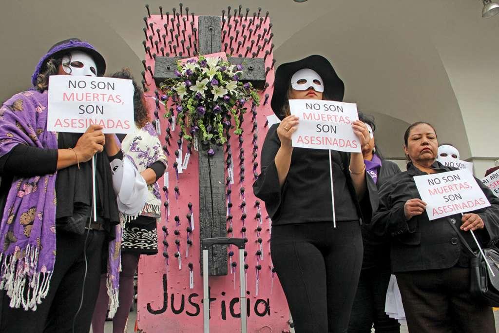 Activistas salieron a protestar en diferentes entidades, para poner fin a la violencia y discriminación. FOTO: LUNA MARTÍNEZ