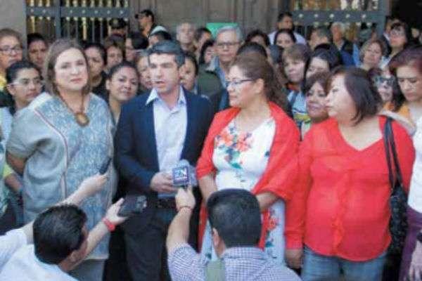 Legisladores panistas y maestras demandan a las autoridades apoyen para que las estancias permanezcan. FOTO: ESPECIAL