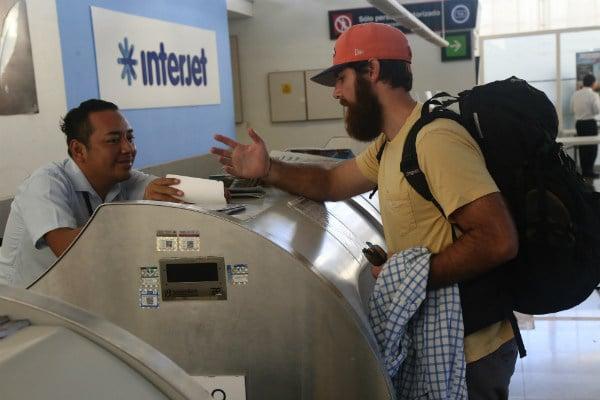 Fuentes cercanas a la empresa justificaron que las cancelaciones se han dado por falta de sobrecargos que no han llegado a los vuelos