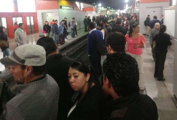 Usuarios denuncian retrasos en la Línea B a través de las redes sociales. Foto: @soy_unii