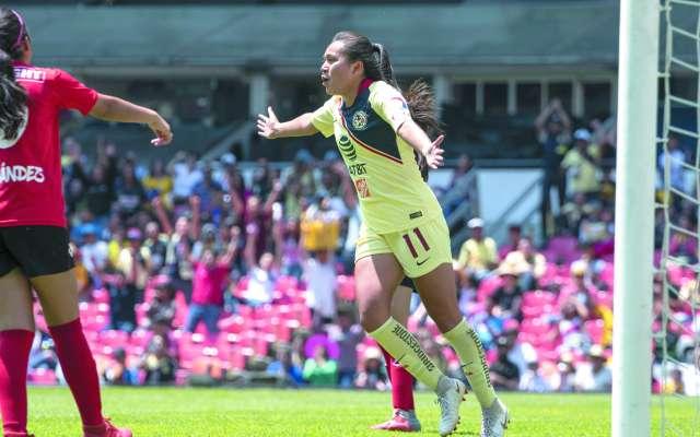 PRECISA. Montserrat Hernández marcó el 2-1 para encaminar la goleada. Foto: MEXSPORT