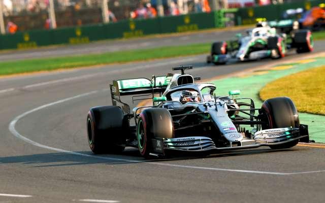 EXCELSOS. Lewis Hamilton y Valtteri Bottas literalmente volaron en Melbourne. Foto: DAIMLER MEDIA