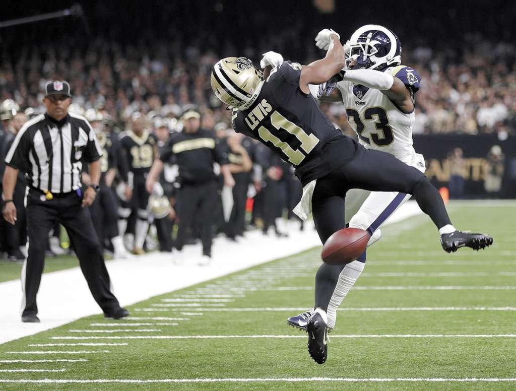 POLÉMICA. Los Rams se vieron beneficiados por la no marcación de esta jugada. Foto: Especial
