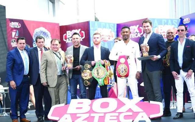 FIGURAS. La familia del boxeo estuvo ayer en TV Azteca. Foto:  LESLIE PÉREZ