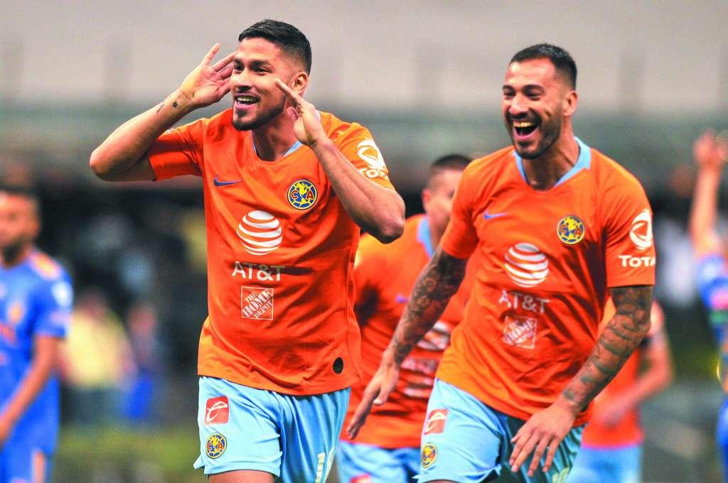 Bruno Valdez y Emanuel Aguilera marcaron los dos primeros goles de las Águilas ayer en el Azteca. FOTO: AFP