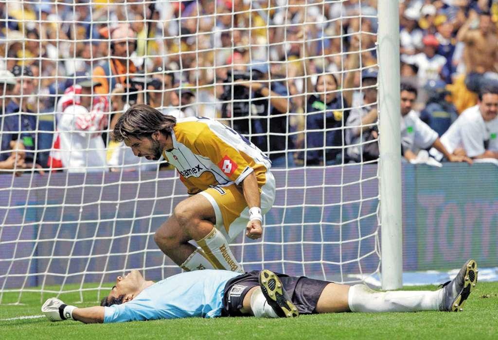 RECUERDO. En el C2004, Pumas venció en penaltis a Chivas. Foto: MEXSPORT