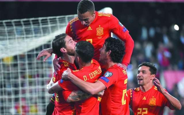 ALEGRÍA. Los españoles resolvieron el triunfo sobre los noruegos con un gol de Sergio Ramos en la recta final del encuentro. Foto: AFP