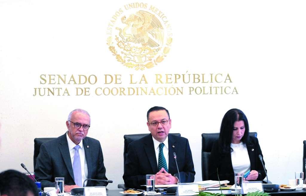 Germán Martínez (centro), director general del IMSS, en comparecencia ante legisladores. FOTO: ESPECIAL