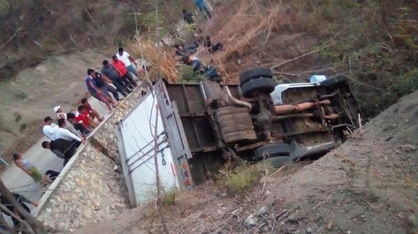 De acuerdo con la Fiscalía, el percance se registró en la carretera Ixtapa-Soyaló. Foto: Especial