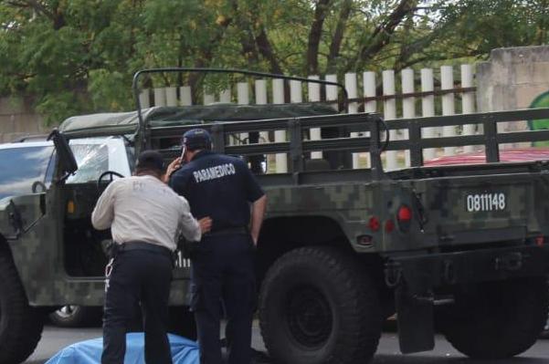 El vehículo, con matrícula 081114, transportaba a elementos castrenses al momento del accidente. Foto: Especial