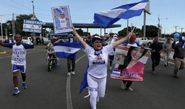 Exigen liberar a presos políticos.FOTO:AP