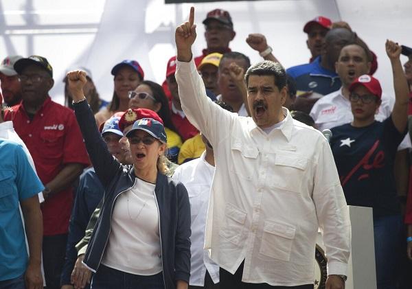 Maduro sostuvo que hay infiltrados en la empresa de electricidad que han colaborado en esta serie de ataques que solo buscan generar un escenario de inestabilidad política y social. Foto: AP