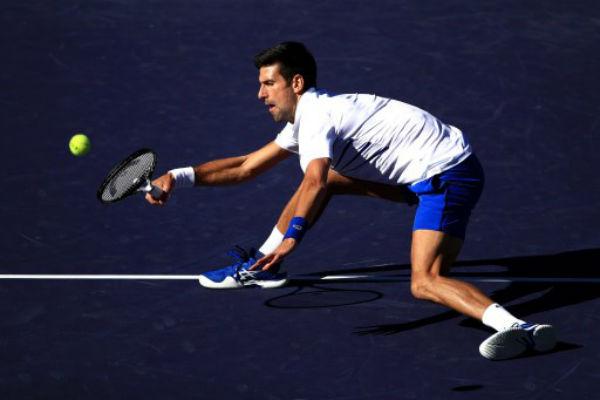 Frustrado y muy enfadado, Djokovic se despidió del torneo. Foto: AFP