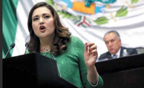 PUNTO DE VISTA. Cinthya López, del PRI, señala que las plazas sean sometidas a concurso. Foto: Especial