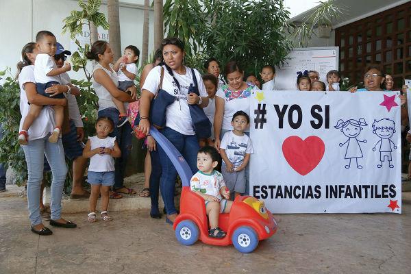 En diversas ciudades del país se han presentado quejas de madres de familia. FOTO: CUARTOSCURO