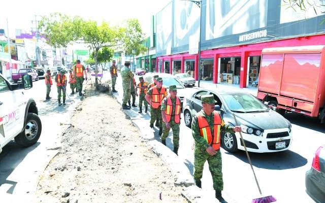 Militares limpiaron calles y avenidas.FOTO: LESLIE PÉREZ